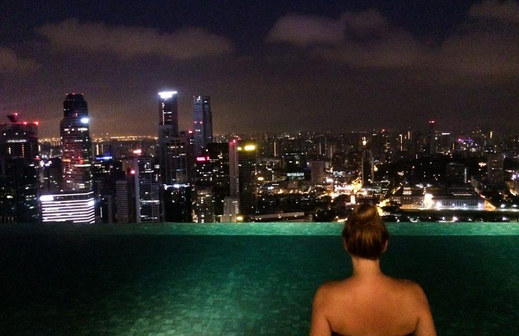 Skyline Singapur bei Nacht, Infinitypool