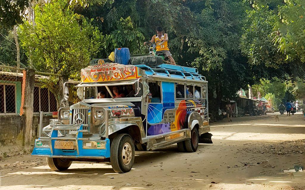 Jeepneys in Port Barton, Philippinen