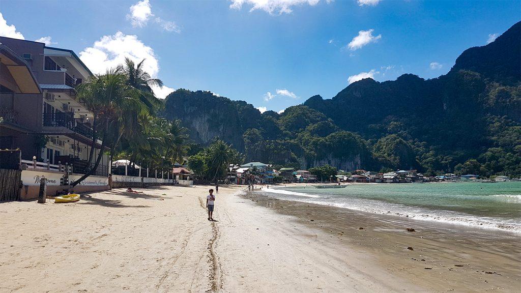 Der Strand von El Nido Town