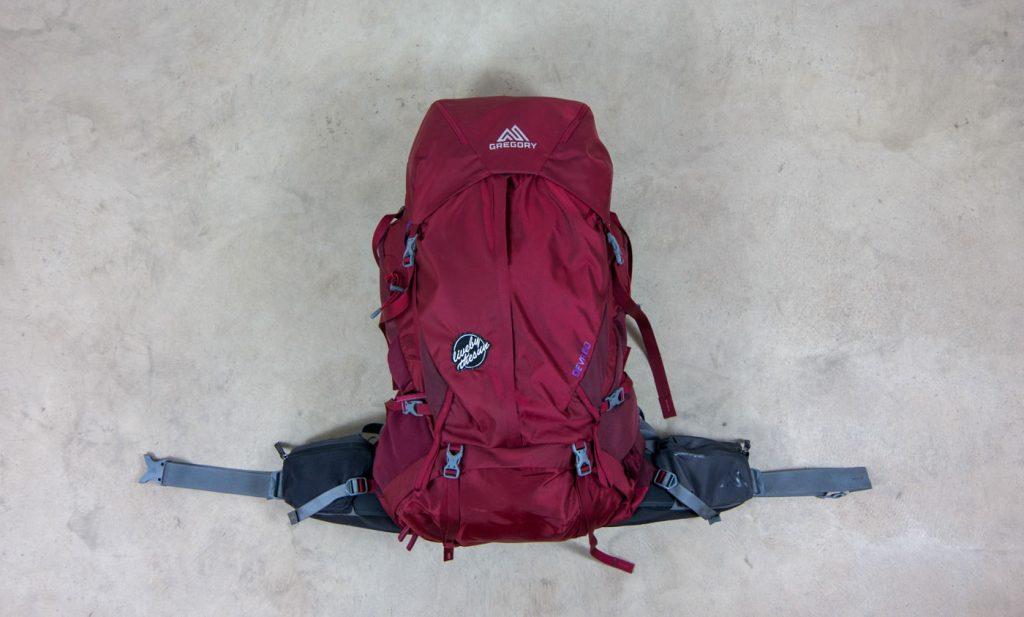 Der Backpack Deva 60 von Gregory in rot von vorne