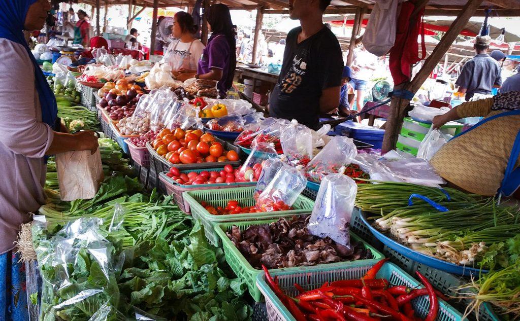 Frisches Gemüse auf einem Markt auf Koh Lanta