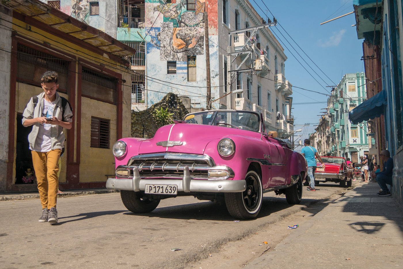 Ein frisch gewaschener Oldtimer in Havanna
