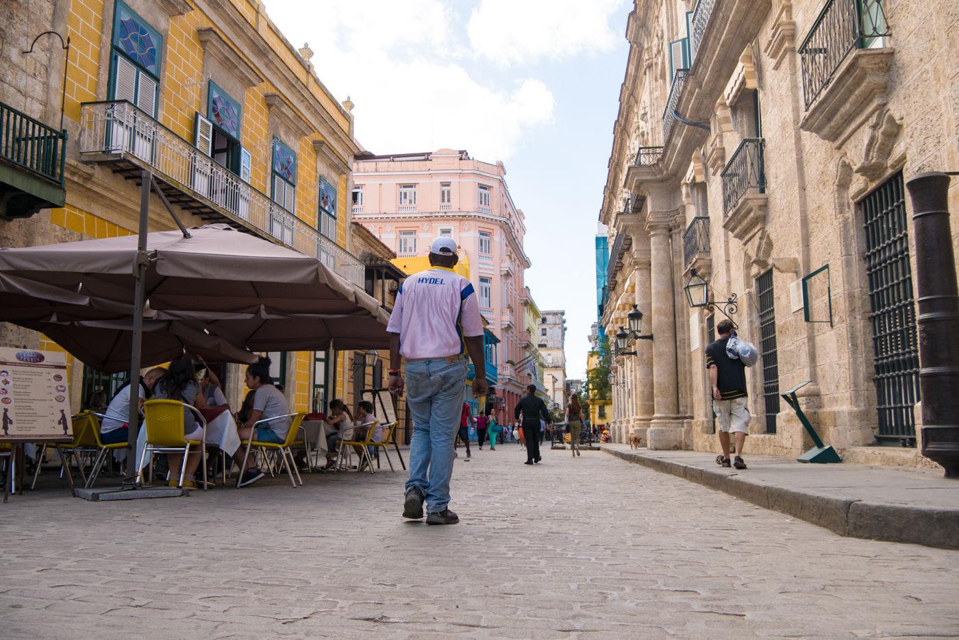 Der Plaza Vieja in Havannas Altstadt