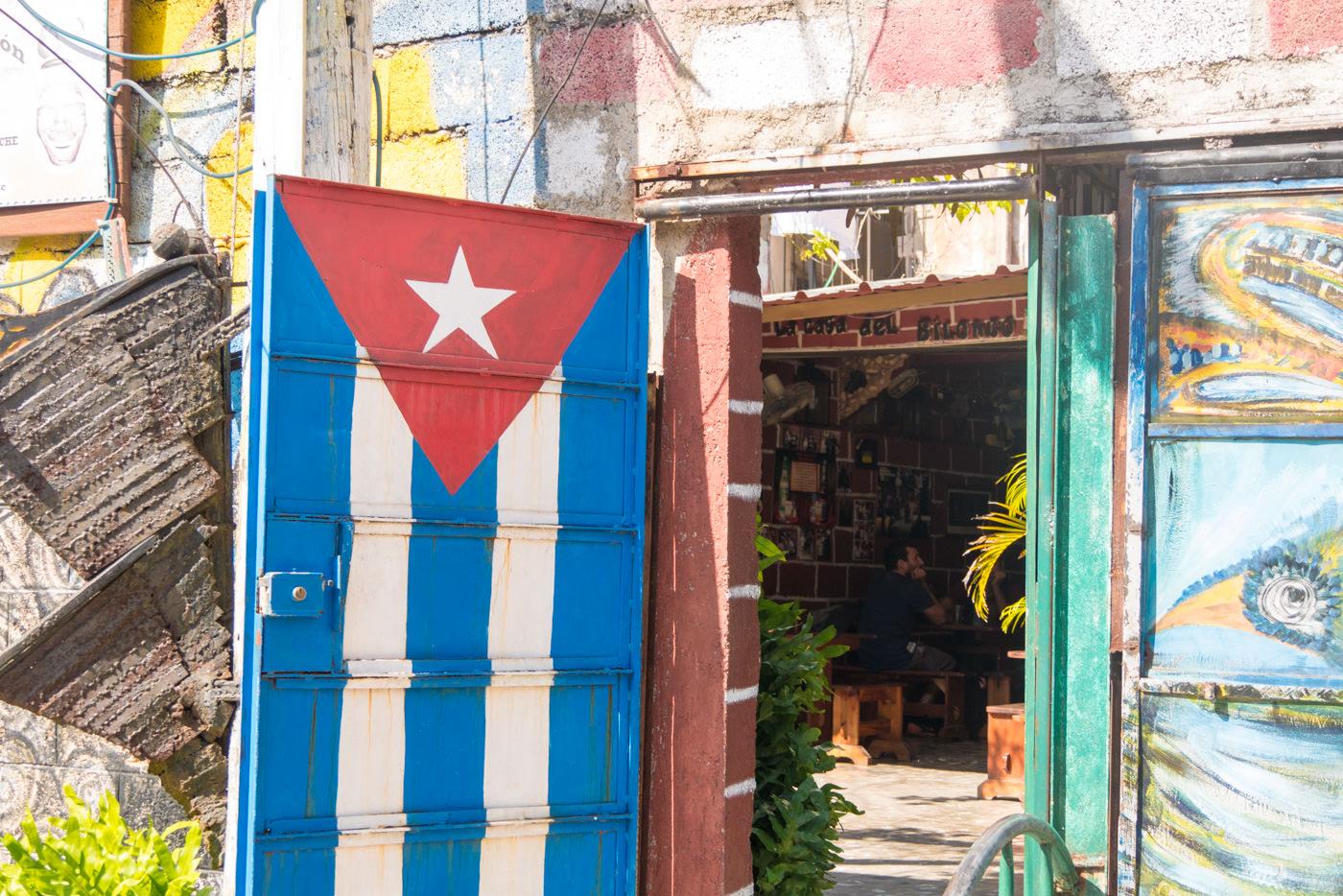 Kubas Nationalflagge im Callejon de Hamel