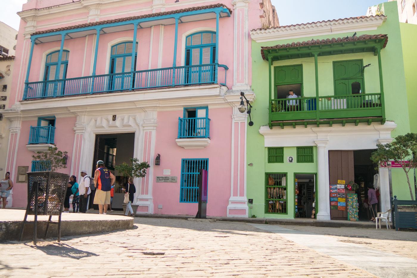 Die bunten Hausfassaden am Plaza Vieja