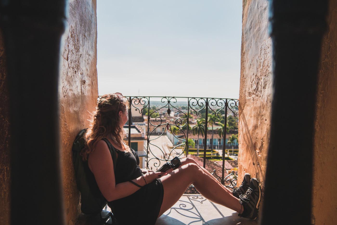 Julia über den Dächern Trinidads im Aussichtsturm