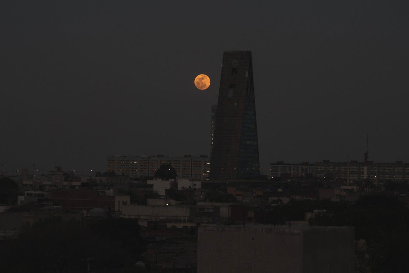Vollmond über Mexiko-Stadt