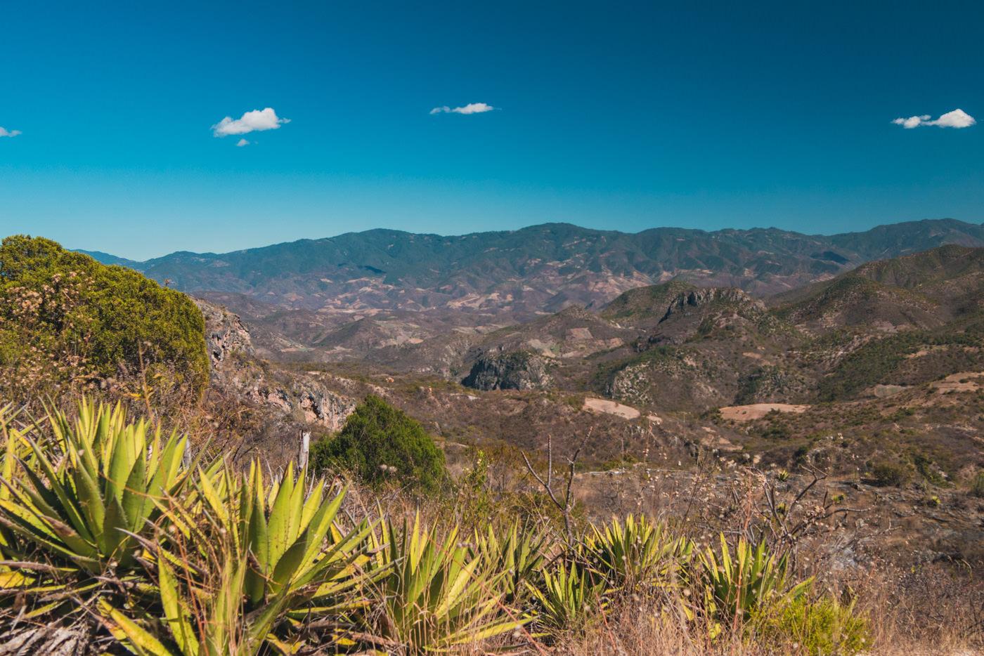 Ein Blick ins Tal beim Hierve el Agua - Oaxaca, Mexiko