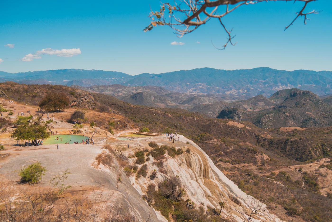 Die Aussicht von Oben auf den Hierve el Agua in Oaxaca, Mexiko