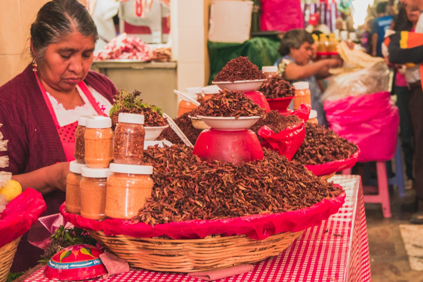 Mercado Benito Juarez. Hier gibt es auch die bei den Mexikanern beliebten Insekten.