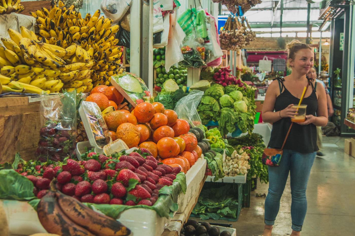 Unsere Anlaufstelle für frische Früchte und Säfte. Mercado Benito Juarez.