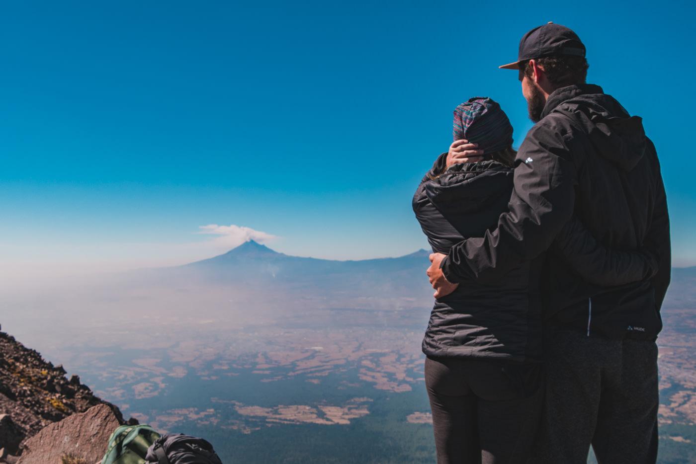 Wir und der Ausblick vom Vulkan La Malinche in Puebla