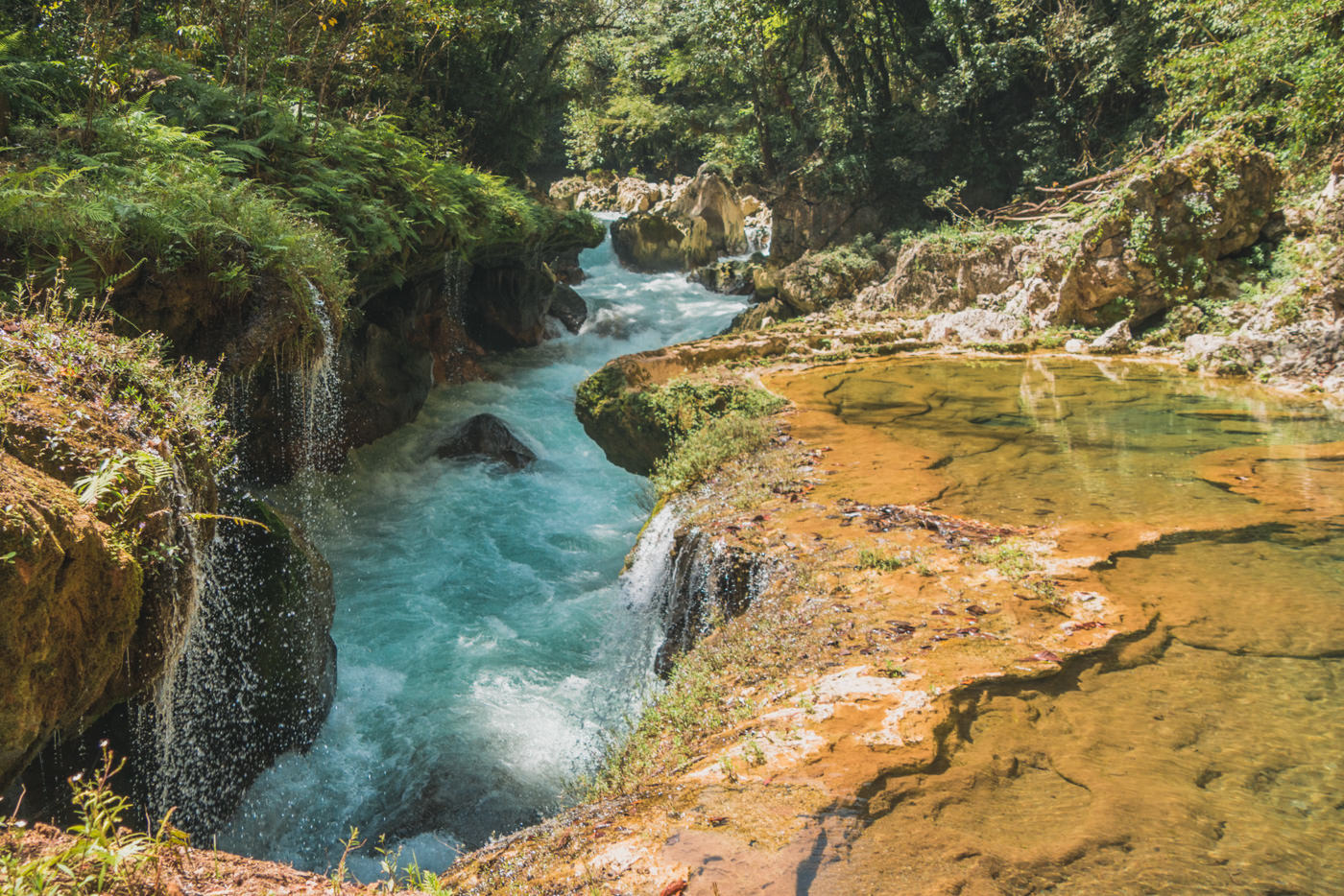Der Fluss der durch Semuc Champey fließt