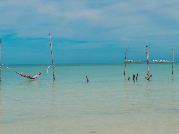 Matthias in der Hängematte auf Isla Holbox in Mexiko