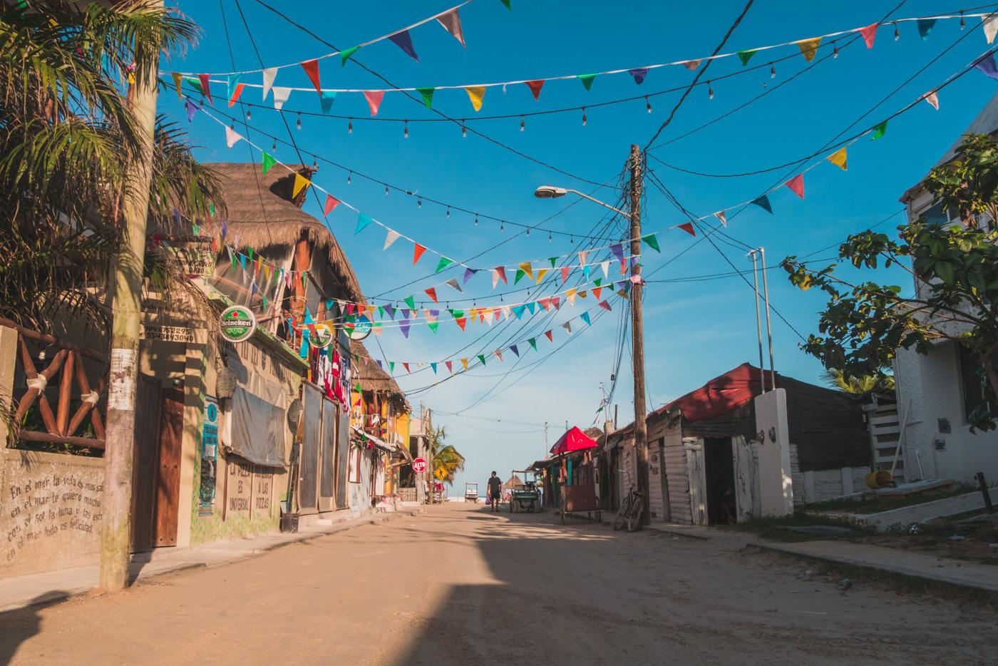 Straße auf Isla Holbox in Mexiko