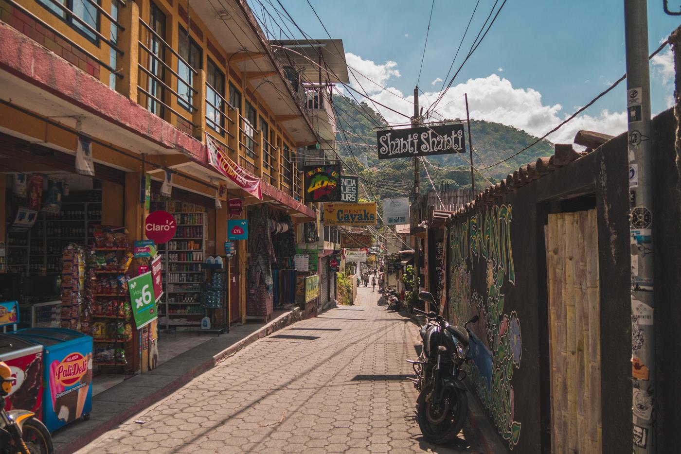 Straße in San Pedro am See Atitlán