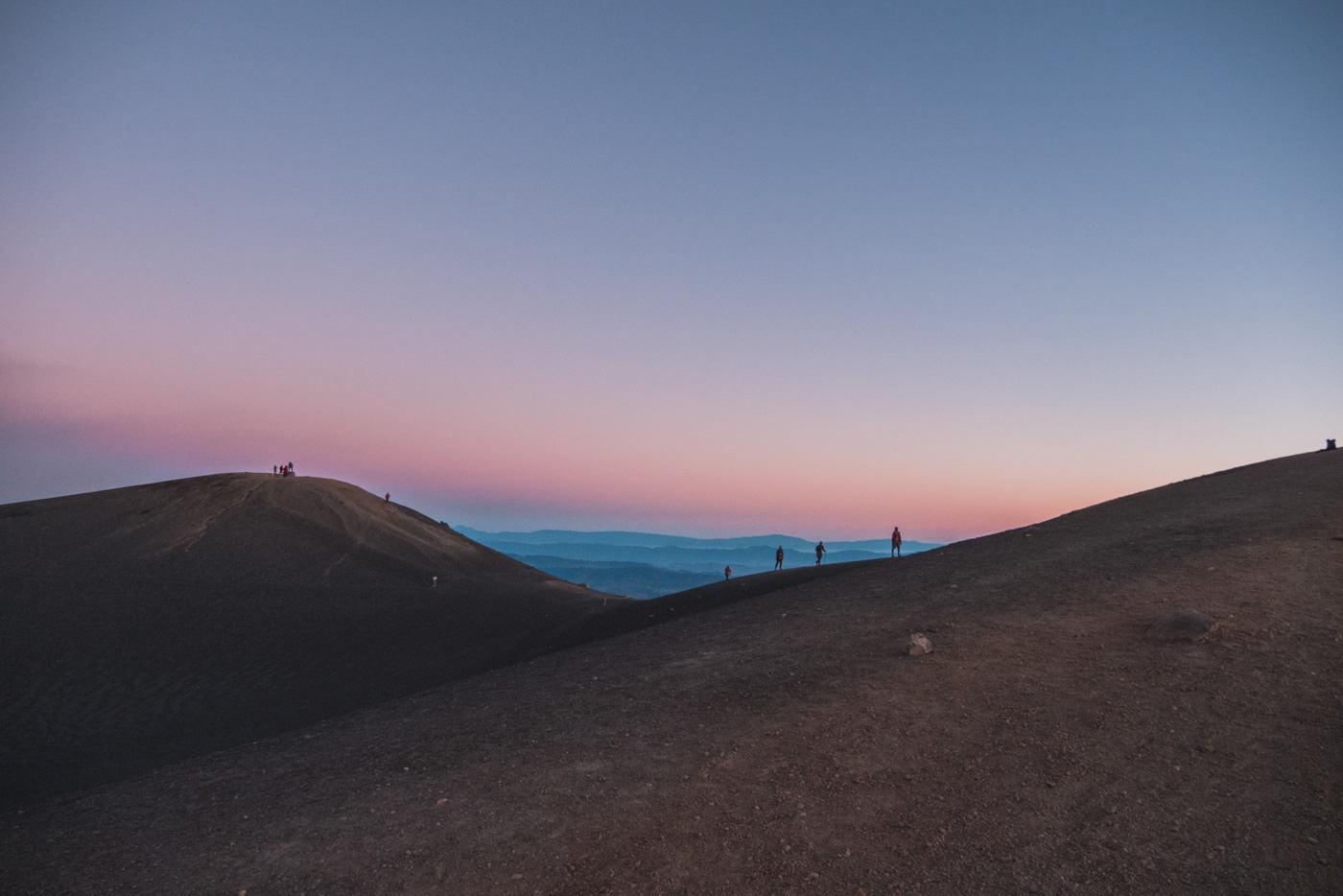Krater des Acatenango während des Sonnenaufgangs
