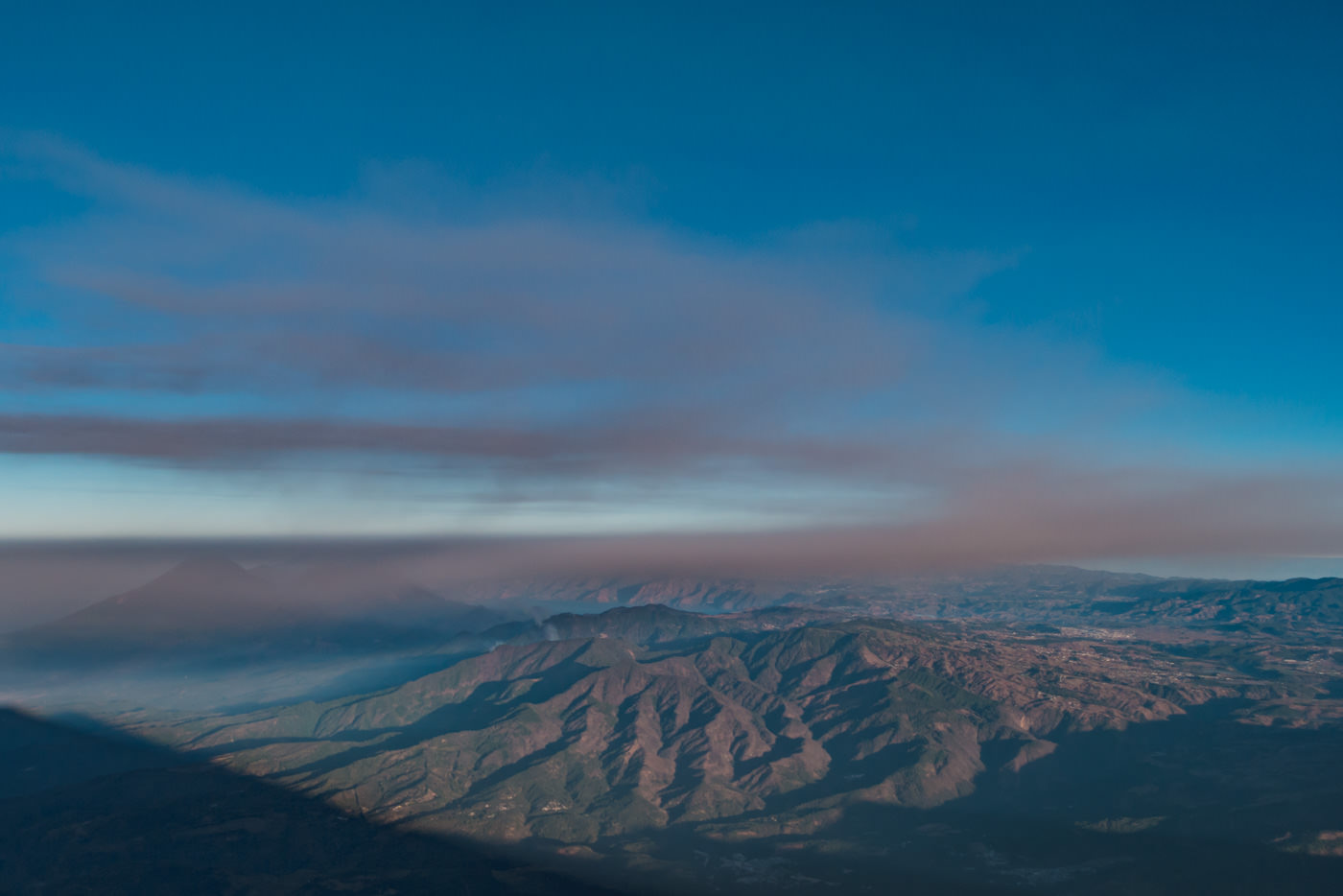 Ausblick vom Vulkan Acatenango auf den See Atitlán