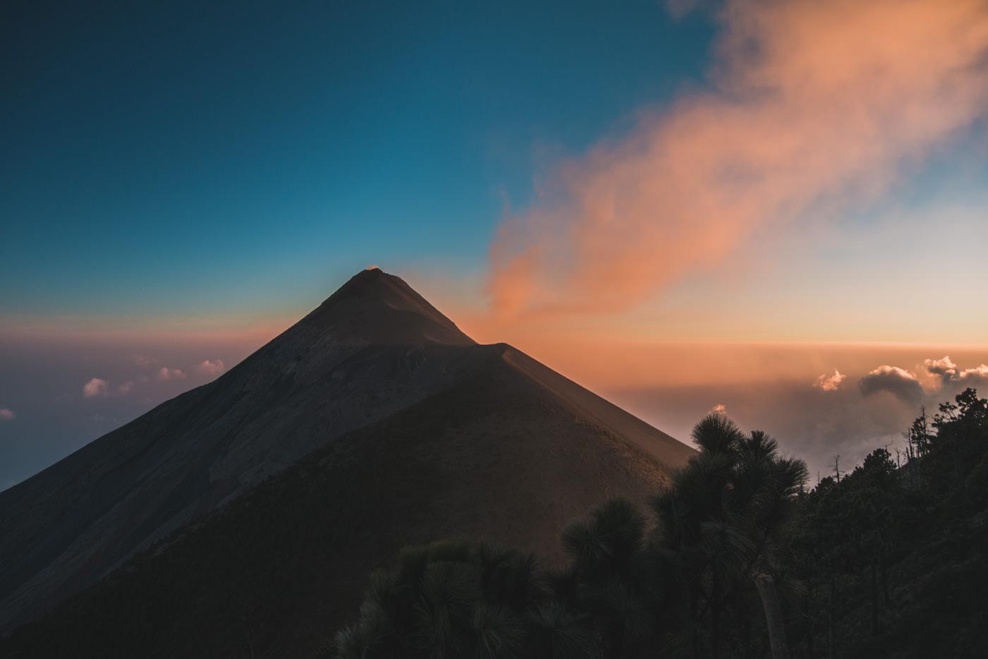 Vulkan Fuego während Sonnenuntergang