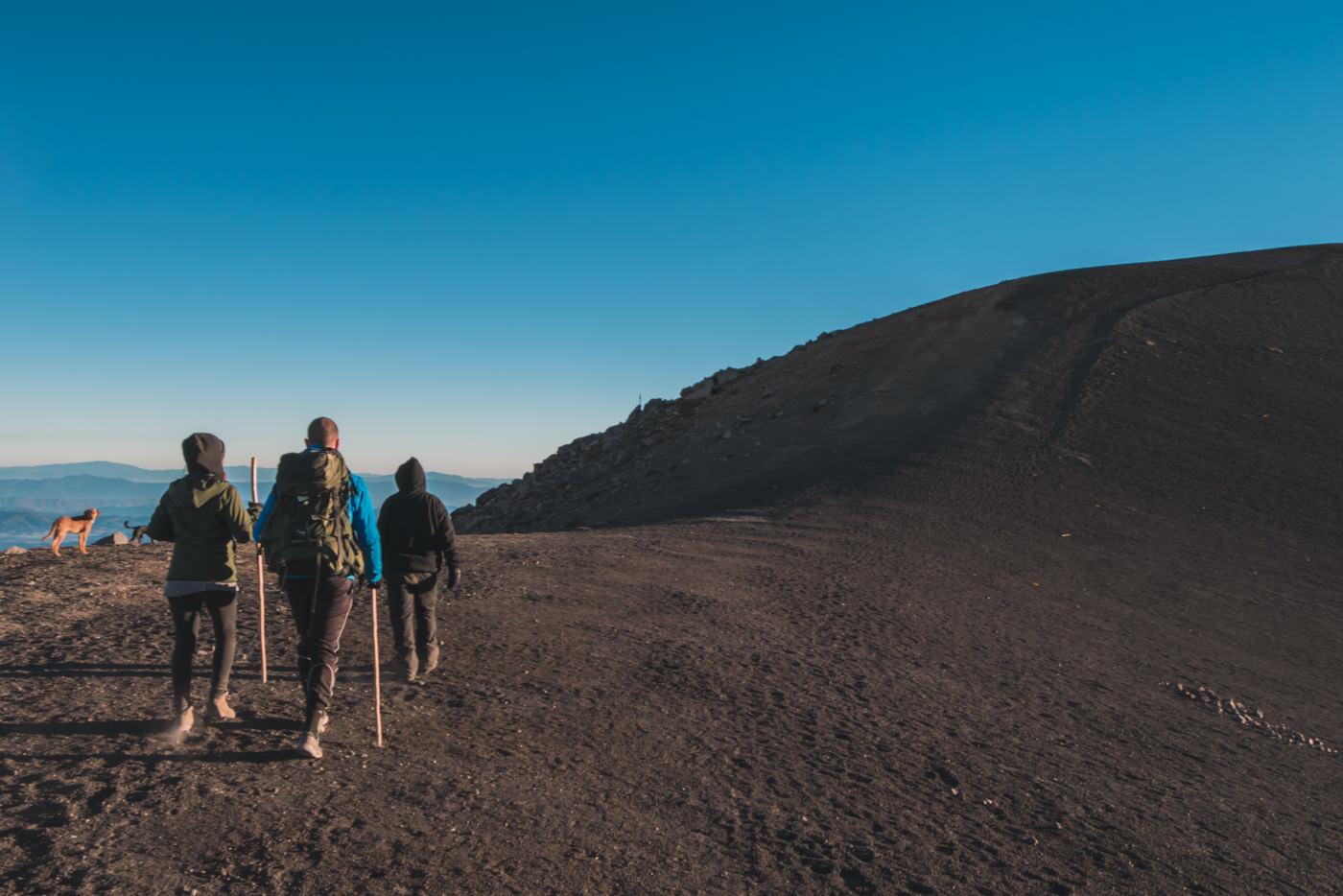 Wandern am Kraterrand des Vulkans Acatenango