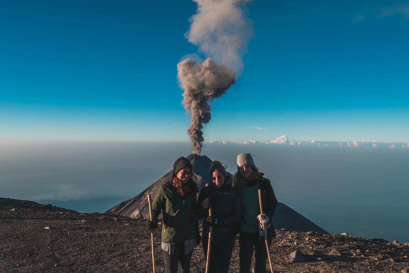 Gruppenbild auf dem Gipfel des Vulkan Acatenango