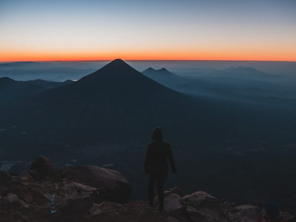 Vulkan Fuego während des Sonnenaufgangs