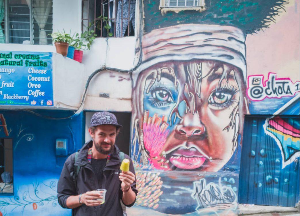 Matthias in der Comuna 13 in Medellin