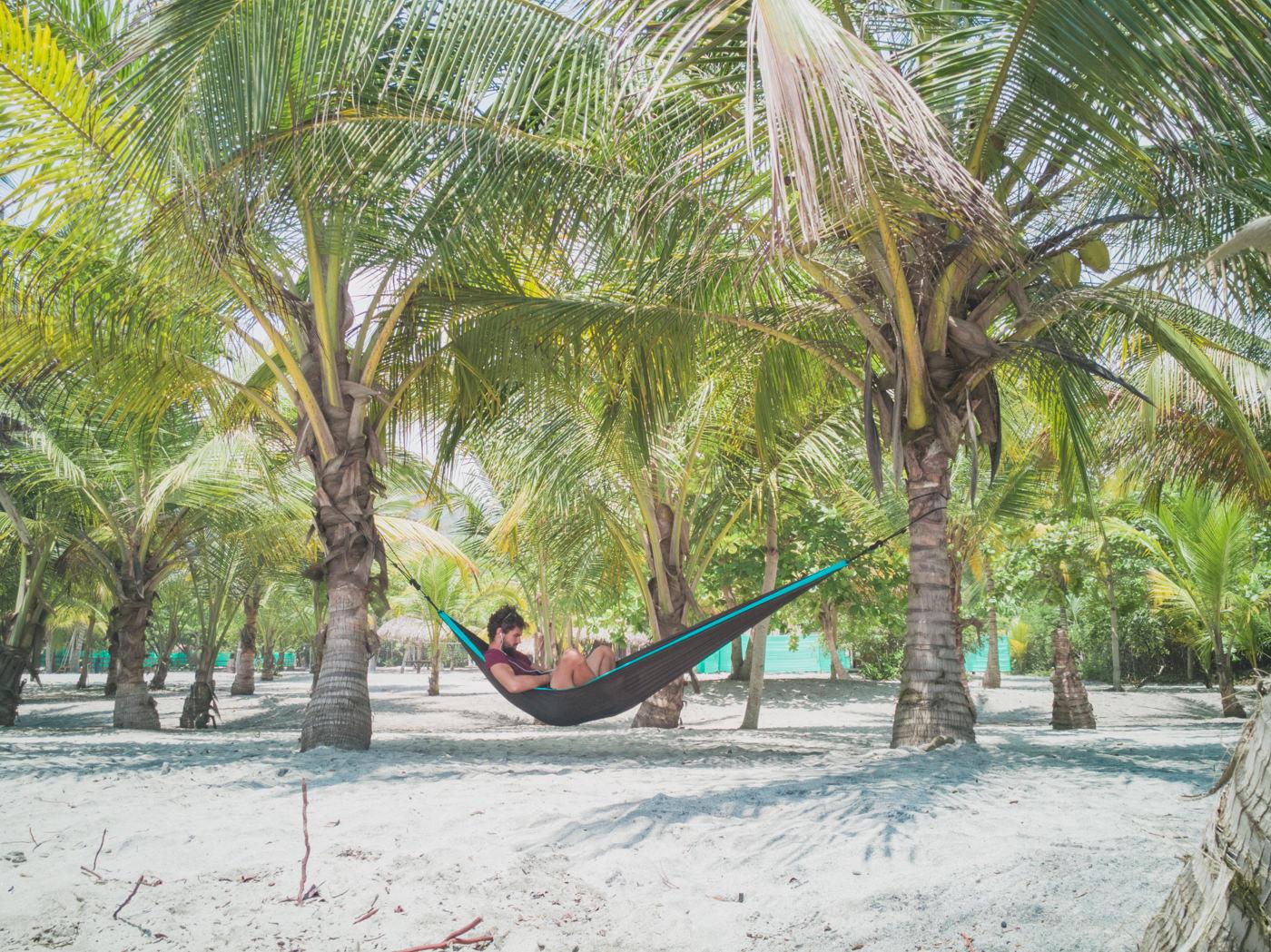 Matthias in der Hängematte am Strand