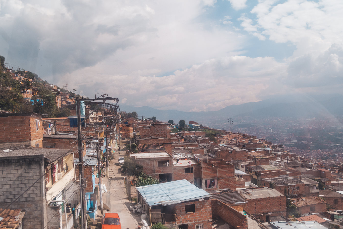 Mit der Seilbahn über Medellín