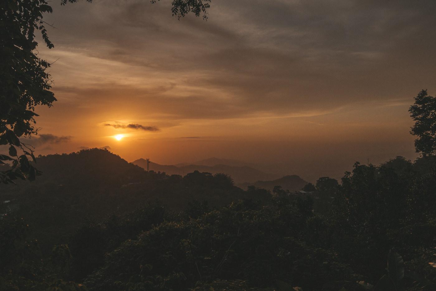Sonnenuntergang in Minca in der Sierra Nevada