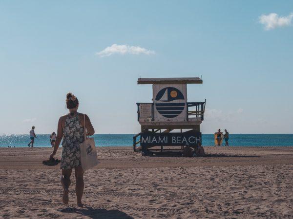 Julia am Strand von Miami Beach in der USA