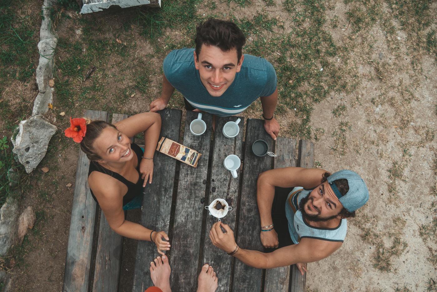 Wir trinken kolumbianischen Kaffee auf den Fidschi Inseln