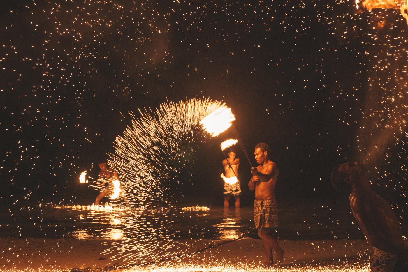Feuershow auf den Fidschi Inseln