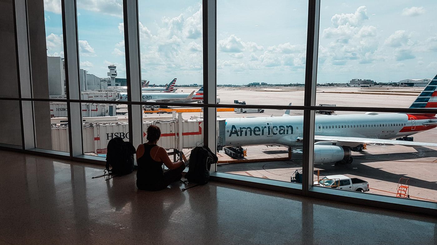 Julia am Flughafen in Miami