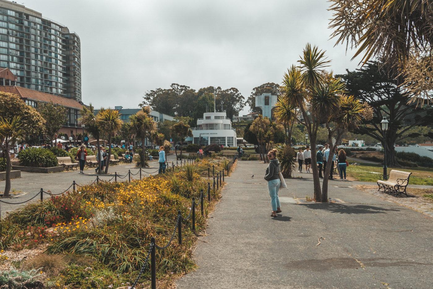 Julia im Park in San Francisco