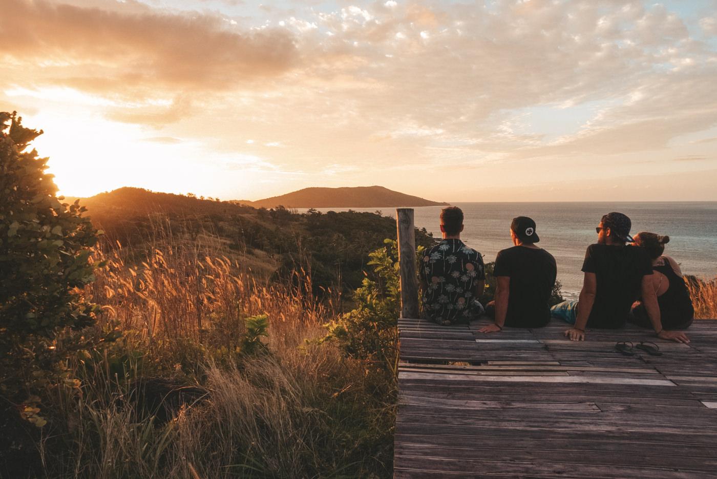 Sonnenuntergang mit Aussicht auf den Fidschis