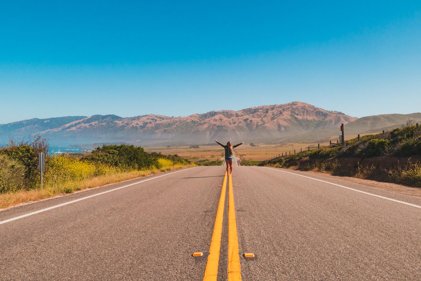 Julia auf dem Highway 1 in Kalifornien