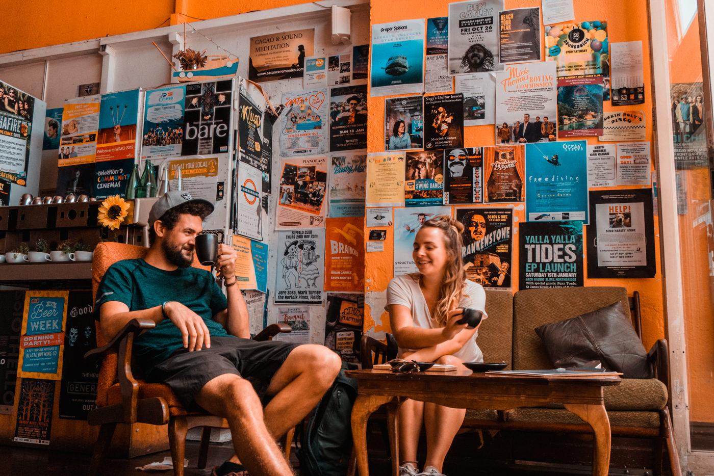 Wir in einem Kaffee in Fremantle