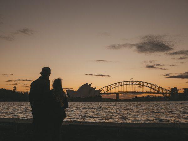 Wir blicken auf das Opera House zum Sonnenuntergang