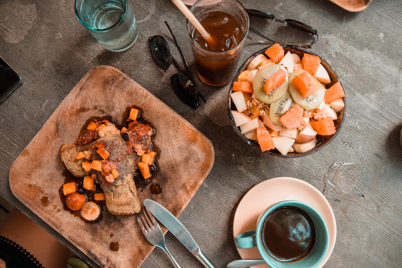 Frühstück im Shaka Café am Lio Beach