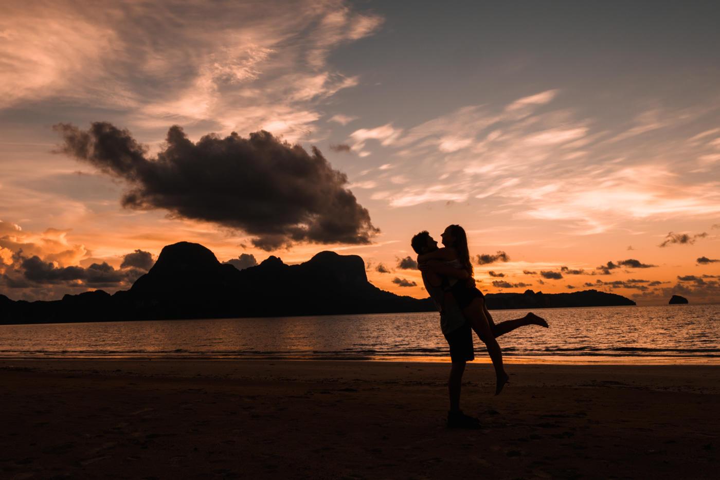 Sonnenuntergang am Lio Beach bei El Nido