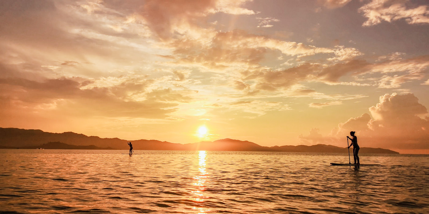 Stand Up Paddle im Sonnenuntergang in Port Barton
