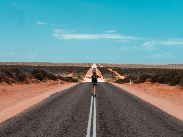 Endlose Straße in Australien