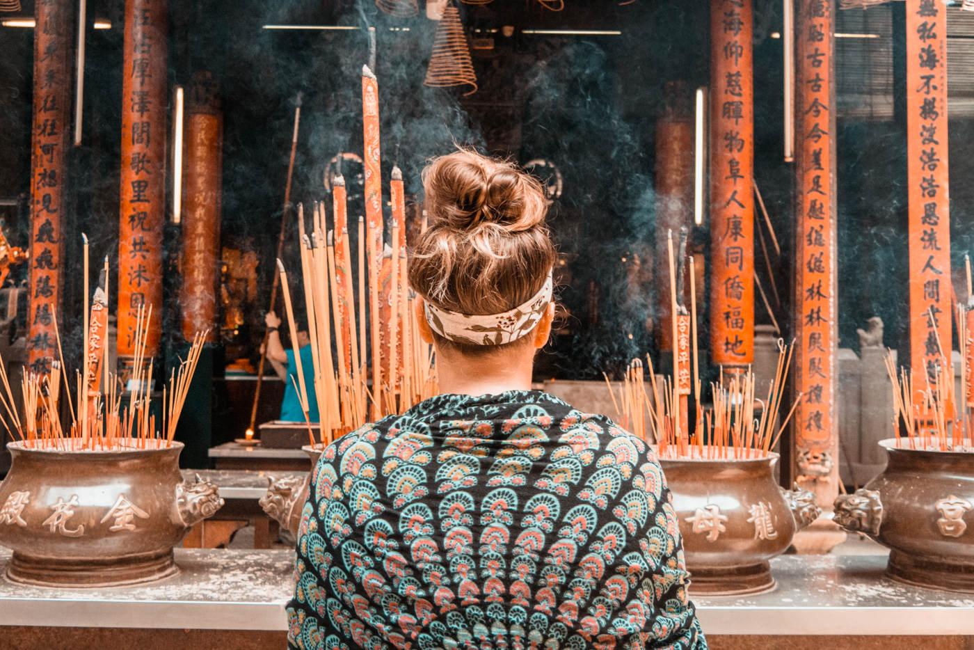 Julia in einem buddhistischen Tempel in Ho Chi Minh City