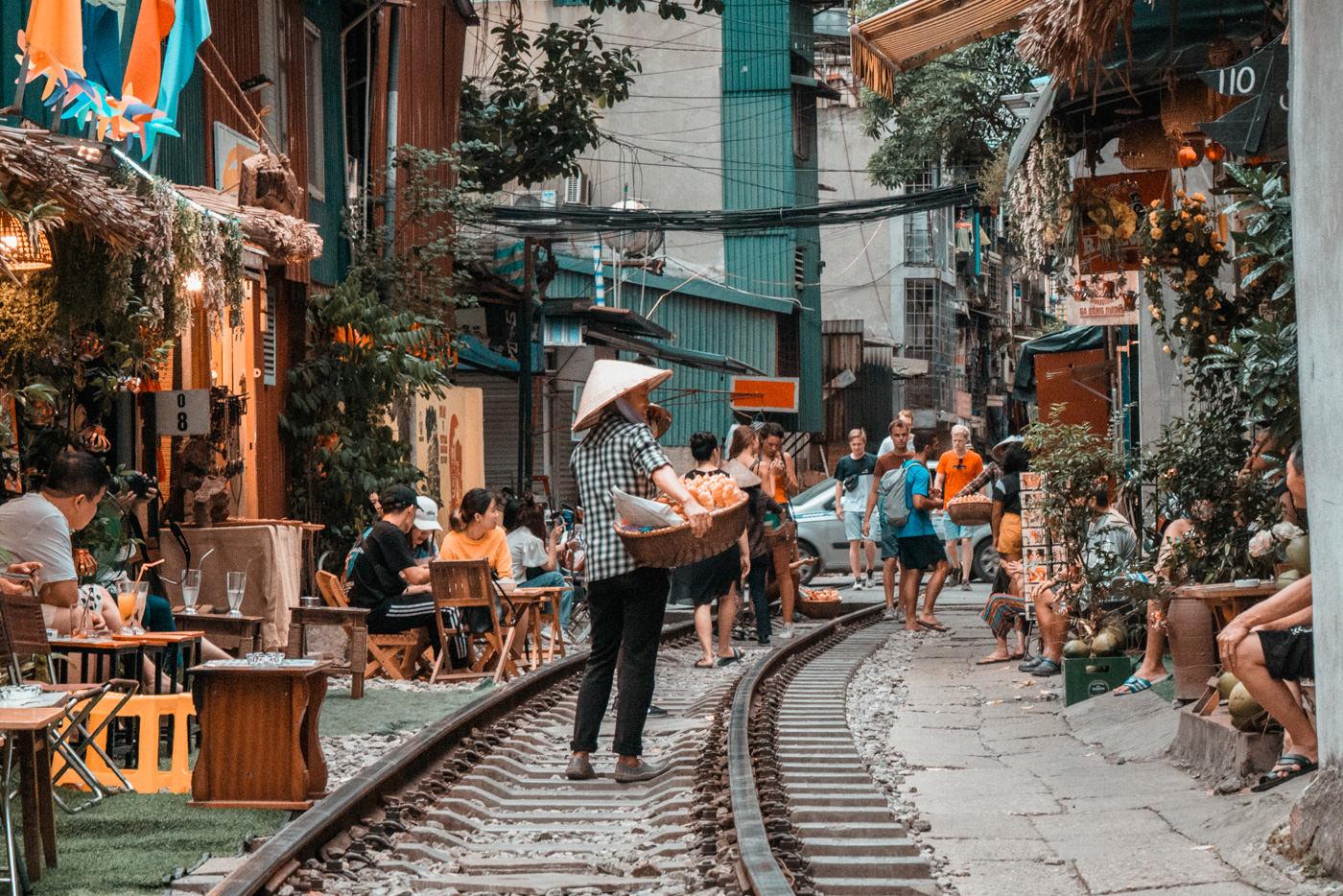 Treiben in der Trainstreet in Hanoi