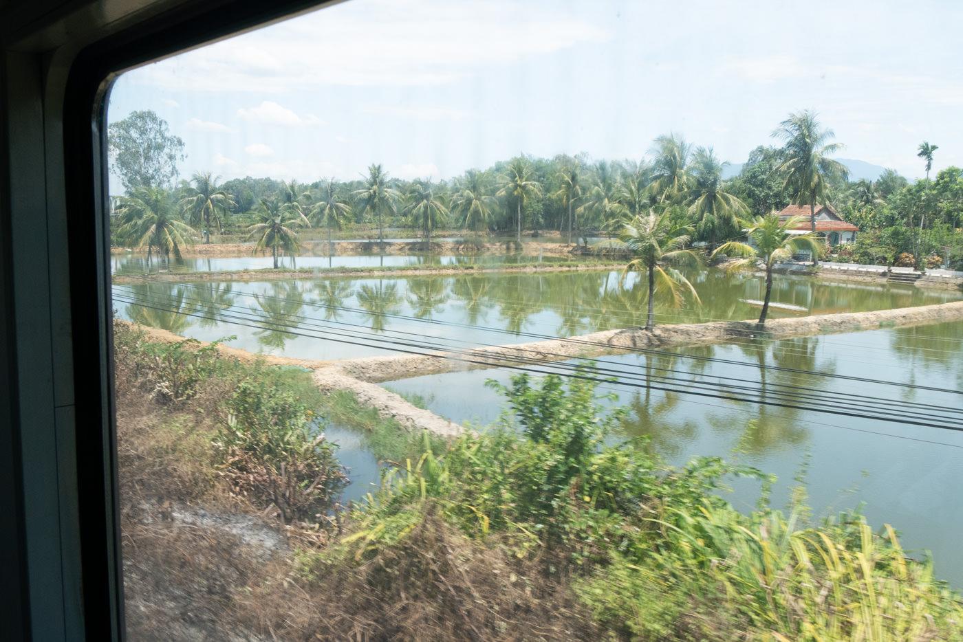 Landschaft in Vietnam während einer Zugfahrt