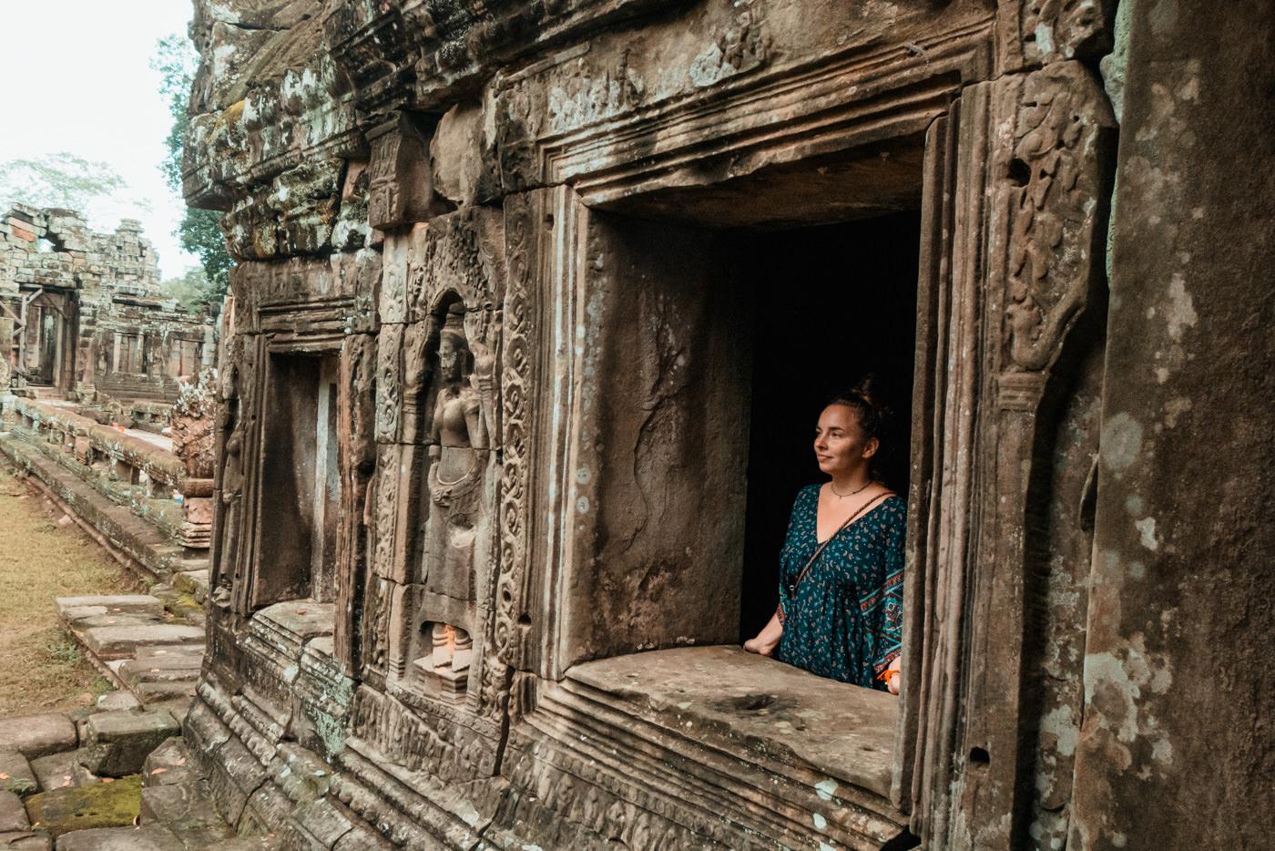 Julia am Fenster, Banteay Kdei, Angkor Wat, Kambodscha