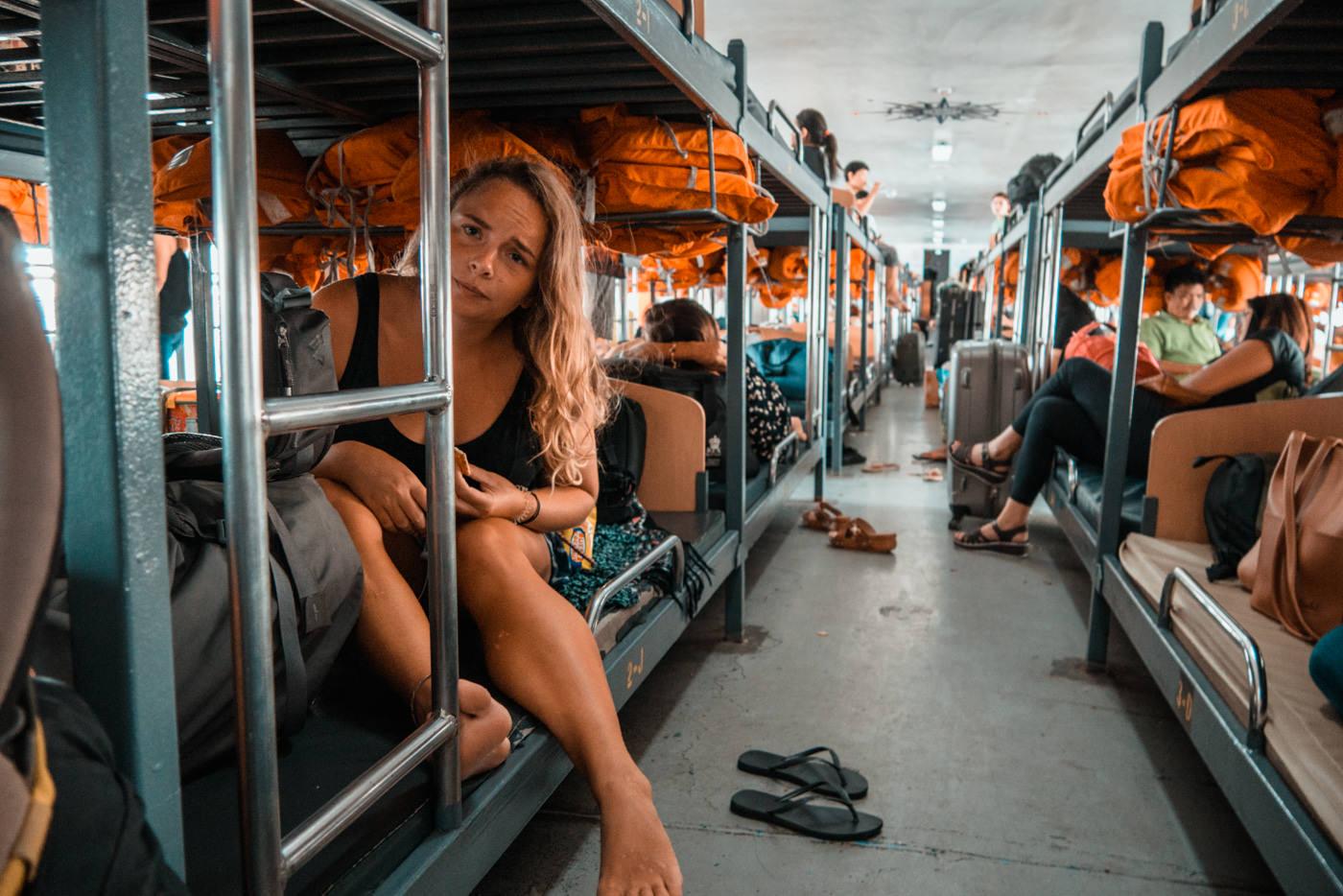 Julia auf der Fähre auf den Philippinen