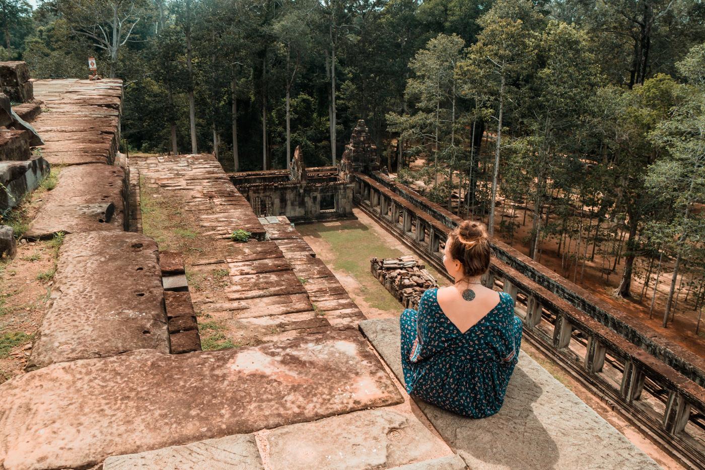 Julia am Ta Keo Tempel in Angkor, Kambodscha