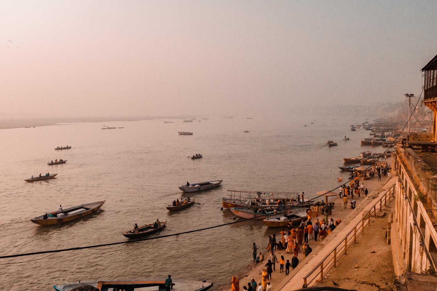 Blick auf den Ganges in Varanasi